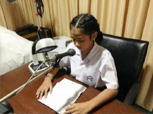 ตัวแทนนักเรียนบรรเลงดนตรีไทย ถวายพระพร ณ สถานีวิทยุ อส