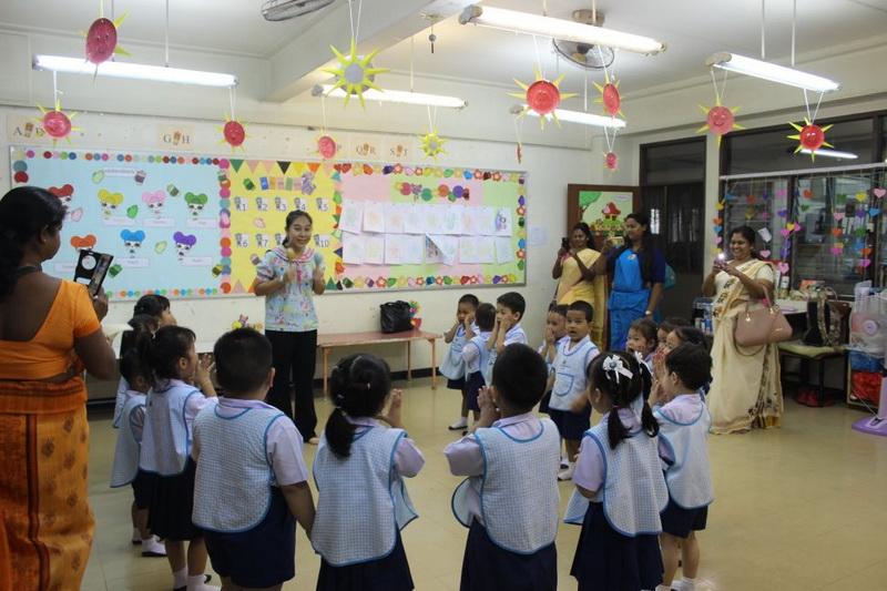คณะครูจากประเทศศรีลังกามาเยี่ยมชมโรงเรียน