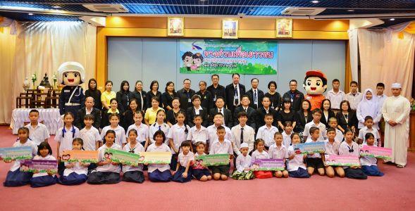 รับทุนการศึกษาในกิจกรรมทางด่วนเพื่อเยาวชน ณ การทางพิเศษจตุจักร